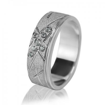 Женское обручальное кольцо с бриллиантом 551-2F002