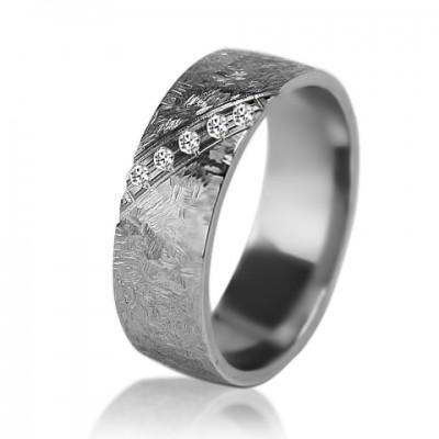 Женское обручальное кольцо с бриллиантом 551-2V004