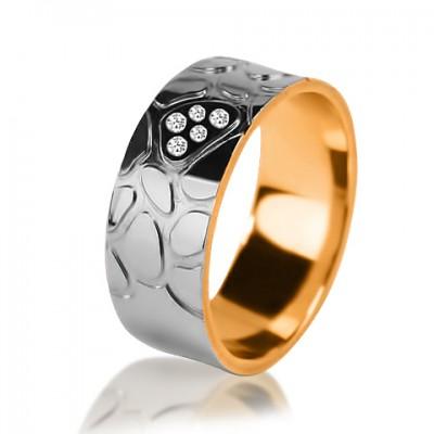 Комбинированное обручальное кольцо с бриллиантом 851-2V016